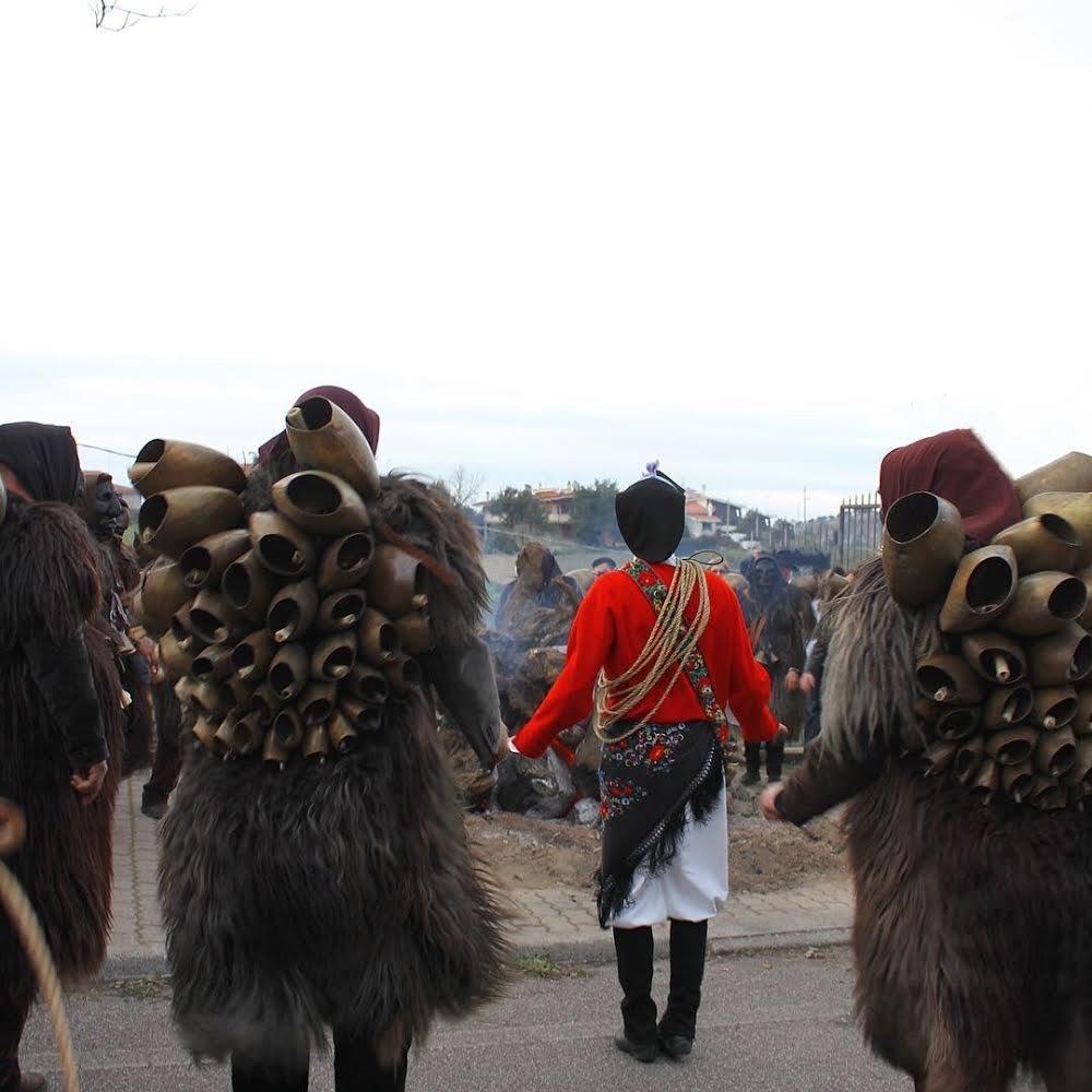 Mamuthones en Issohadores in Mamoiada 17 Januari